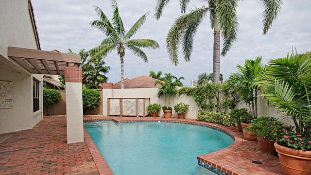 Bay Villas Real Estate for Sale in Naples, Florida